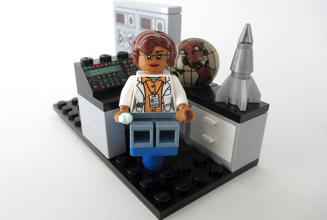lego-katherine-johnson_170308.jpg